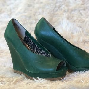 Seychelles Emerald Green Leather Wedges